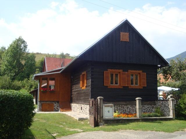 Bukovina - Hliník - chalupa nasilvestra k pronájmu